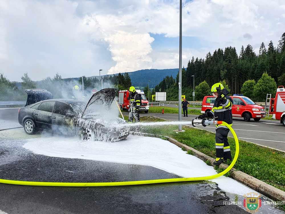 PKW-Brand auf der Südautobahn A2
