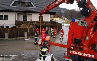 Menschenrettung aus 2. OG – Unterstützung für das Rote Kreuz