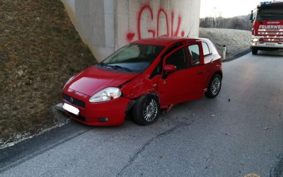 Verkehrsunfall mit zwei PKW in der Auenstraße